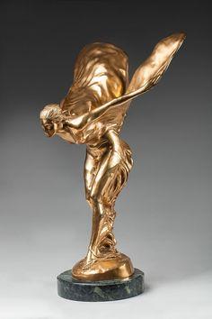 D'après Charles Robinson SYKES (1875-1950) Spirit of Ecstasy ou Flying Lady. Emblème de Rolls-Royce, bronze doré, signé et numéroté 17/100. ...