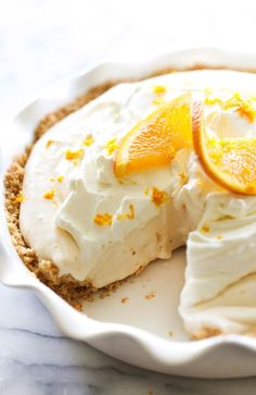 This Orange Creamsicle Pie is such a delightful summer treat. It is light in texture and has such a refreshing flavor. Pie Dessert, Eat Dessert First, Dessert Recipes, Desserts, Creamsicle Cake, Orange Creamsicle, Icebox Pie, Frozen Chocolate, Jus D'orange
