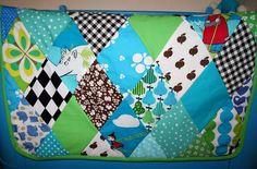 Harlekin patchwork in wonderful colors. Nice gift idea.  KrudtuglensMor: Sengetæppe i barselsgave!