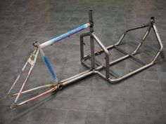 - How to Build a Two Wheel Cargo-bike Picture of Frame Jig and WeldingPicture of Frame Jig and Welding Velo Design, Bicycle Design, Design Design, Diy Welding, Welding Table, Mtb Frames, Velo Cargo, Velo Vintage, Bike Trailer