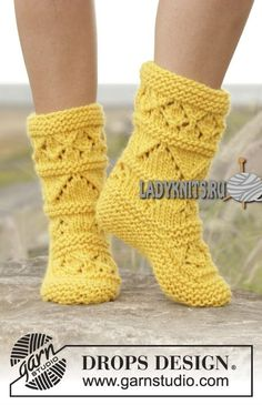 Socks & Slippers - Free knitting patterns and crochet patterns by DROPS Design Lace Socks, Knitted Slippers, Crochet Slippers, Knit Or Crochet, Lace Knitting, Knitting Socks, Knitting Patterns Free, Knit Patterns, Free Pattern