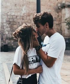 Be touching Of These 36 Cute And Romantic Teenage Relationship Goals - YoGoodLife Couple Tumblr, Tumblr Couples, Cute Relationship Goals, Cute Relationships, Life Goals, Photo Couple, Couple Shoot, Cute Couple Pictures, Couple Goals Teenagers Pictures