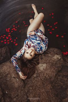 Boudoir Photography, Portrait Photography, Boudior Poses, Music Cover Photos, Creative Photoshoot Ideas, Iranian Women, Pose Reference Photo, Girls Selfies, Pretty Photos