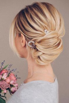 Gorgeous Wedding Hairstyles for Medium Hair ★ See more: http://lovehairstyles.com/wedding-hairstyles-for-medium-hair/