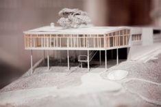 Resultado de imagem para casa de vidro lina bo bardi maquete Casa Patio, Floating House, Architect House, Concept Architecture, Glass House, Mid Century, Modern, Exterior, Home Decor
