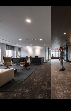 Such Sophisticated office with Rethread tiles/Shaw contract Architect: Fokkema & Partners, the Netherlands Photo: Sebastian van Damme Home Depot Carpet, Shaw Contract, Cost Of Carpet, Shaw Carpet, Commercial Carpet, Carpet Styles, Carpet Design, Persian Carpet, Floor Mats
