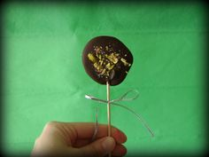 Piruletas de chocolate y pistachos