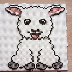 Lamb hama beads by pixelatabloggno - Pattern: https://de.pinterest.com/pin/374291419013031093/