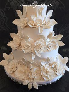 All white wedding cake All White Wedding, Cake Decorating, Wedding Cakes, Desserts, Food, Wedding Gown Cakes, Tailgate Desserts, Deserts, Essen
