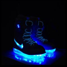 Nike neon powered snowboard boots - light up the slopes
