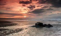 Puesta de sol en la playa de Xagó (Asturias) Sunset over Xagó beach, Asturias (SPAIN) Reservados todos los derechos, no use esta imagen sin consentimiento de su autor ©Sergio AbeVilla. All rights reserved, you don't use this image without permission of the author ©Sergio AbeVilla.