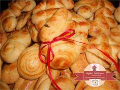 Easter cookies - Πασχαλινά κουλουράκια / glykesdiadromes.wordpress.com Easter Cookies, Shrimp, Dessert Recipes, Bread, Snacks, Chicken, Food, Easter Desserts, Wordpress