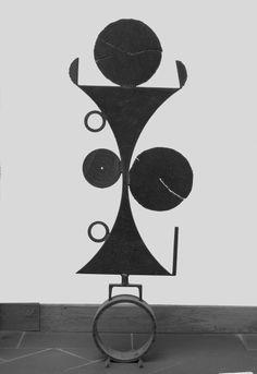 Senza titolo 1985, ferro, Tadeusz Koper http://musapietrasanta.it/content.php?menu=artisti