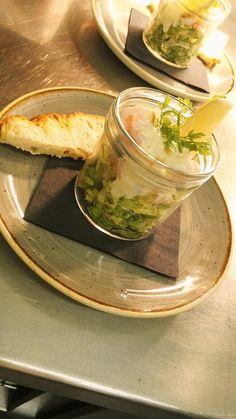 Green land prawns w/ baby gem lettuce, lemoncello aioli & foccacia bread