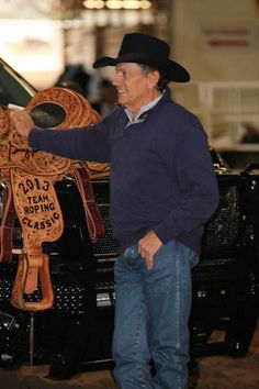 George at his Team Roping Classic Best Country Singers, Country Music Artists, Country Music Stars, Country Strong, Beard Lover, Lucky Ladies, George Strait, Cool Countries, King George