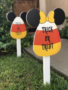 Items similar to Minnie and Mickey Trick or Treat Candy Corn Yard Halloween Decorations on Etsy Halloween 1st Birthdays, Halloween Birthday, Holidays Halloween, Scary Halloween, Halloween Crafts, Disney Holidays, Happy Halloween, Halloween Ideas, Halloween House