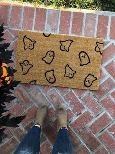 Casa Halloween, Theme Halloween, Halloween Home Decor, Fall Home Decor, Holidays Halloween, Halloween Snacks, Autumn Home, Halloween Crafts, Halloween Doormat