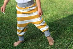Sarouel pour enfant en jersey coton rayé blanc et moutarde  Organic cotton kids harem pants