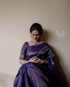 Check out some of the amazing outfit and jewellery ideas for South Indian minimalistic bride. Indian Bridal Sarees, Indian Bridal Wear, Indian Beauty Saree, Bengali Wedding, Bridal Lehenga, Kerala Engagement Dress, Engagement Saree, Engagement Ideas, Silk Saree Blouse Designs