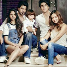 SRK and Gauri with their three kids ❤