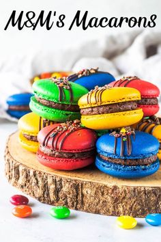M&M's macarons filled with M&M's buttercreamYou can find Macaroons and more on our website.M&M's macarons filled with . Just Desserts, Delicious Desserts, Yummy Food, Gourmet Desserts, Plated Desserts, Gourmet Foods, Party Desserts, Cookie Recipes, Dessert Recipes