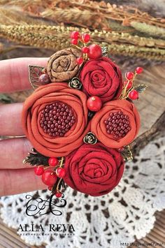 Simple Fabric Crafts You Can Make From Scraps - Diy Crafts Cloth Flowers, Burlap Flowers, Felt Flowers, Paper Flowers, Diy Flowers, Beaded Flowers, Fabric Flower Brooch, Fabric Roses, Textile Jewelry
