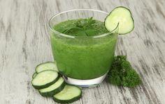 Jugo Verde Detox  Ingredientes.  1 toronja sin cáscara 2 limones sin cáscara 1 pepino sin cáscara y sin semilla 1 cucharada de extracto de vainilla 1 ramo de perejil 1 bonche de semillas de girasol 1 ramo de espinaca o de arúgula Stevia o miel de agave al gusto  Preparación.  Licue todos los ingredientes y beba de inmediato.  Beneficios: Reduce la fiebre, ayuda a la digestión, previene la gripa, ayuda a bajar de peso, regula la presión sanguínea, reduce la fatiga mental y física.