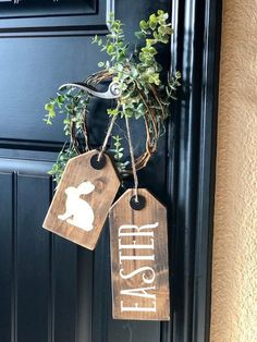 This set of handmade wooden Easter door tags are the perfect accent to your front door, wreath, blanket ladder or as a decor addition to your home, office or business. Easter Projects, Easter Crafts, Spring Crafts, Holiday Crafts, Arte Pallet, Art Actuel, Diy Osterschmuck, Door Tags, Diy Ostern