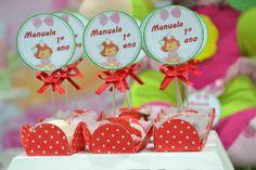 Dica para festa de 1 ano. Sugestão para as mães de bebê: festa no tema Moranguinho Baby. Mais fotos em: http://mamaepratica.com.br/2013/10/25/festa-moranguinho-baby/ Foto: Blog Mamãe Prática