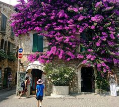 One of my favorites of these many photos of Sirmione.