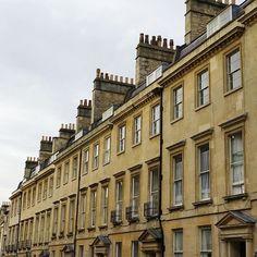 Lovely terrace #terracehouses #chimneypots #stonecarving #stonebuilding #stone #bath #britisharchitecture #street #cobbles #georgianarchitecture #Georgian  #britishdesign #britain #england #uk #safinteriors