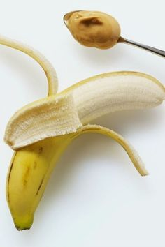 Cut 1 banana lengthwise, spread peanut butter, sandwich together, wrap in plastic wrap and freeze for 4 hours.