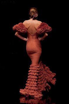 flamenco inspiration, love the ruffles Spanish Dress, Hispanic Women, Flamenco Dancers, Special Dresses, Cool Style, My Style, Traditional Fashion, Dance Fashion, Mermaid Gown