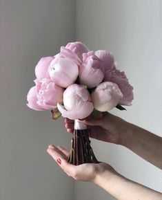 The Top Elegant Wedding Bouquets For Every Bride 2019 – Small Flash Bridal Flowers, Flower Bouquet Wedding, Floral Wedding, Pretty In Pink, Beautiful Flowers, Luxury Flowers, Flower Aesthetic, My Flower, Planting Flowers