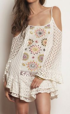 Boho Embroidery Crochet Dress ♥ Given my height, it will make a gorgeous tunic. Gypsy Style, Hippie Style, Bohemian Style, Boho Chic, Vogue Fashion, Boho Fashion, Fashion Outfits, Womens Fashion, Vestido Dress