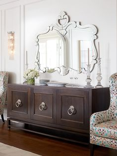 Living Room Decor Traditional, Traditional House, Traditional Decorating, Modern Traditional, Sideboard Decor, Credenza, Dining Room Buffet, Dining Rooms, Decoration