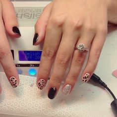 Super hot play-by-play gel manicure on Allison. #allisonbythebeach #wellmanicured #nails #nailart #nailtutorial #manhattanbeach #southbay #hermosabeach #gelish #lechat #lightelegance #glitter #freehand #diamonds #animalprint #cheetahprint #pretty #hot #gelpolish #nailartist #nailharmony #artist #art #paint #Padgram