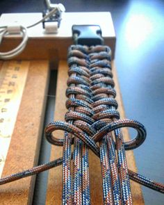 Bracelet Knots Paracord Bracelets Diy Jewelry Paracord Tutorial Bracelet Tutorial Para Cord Paracord Braids Survival Tips Baking Sodafrom not sure the name of this but here is how it s done its a cobra weaved into a cobra paracord… – Artofit Paracord Weaves, Paracord Braids, Paracord Knots, Paracord Bracelets, Macrame Bracelets, Paracord Keychain, How To Braid Paracord, Parachute Cord Bracelets, Paracord Tutorial