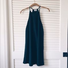 Emerald green midi shift dress Sleeveless midi dress . GORGEOUS emerald green color perfect for a minimalist transition to spring & summer :) Zara Dresses Midi