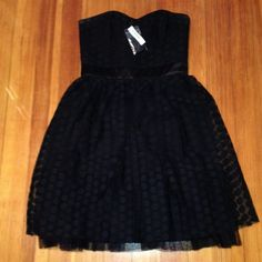 ONE DAY SALE☔️☔️WHBM NWT size 6 NWT. Sweetheart strapless White House Black Market dress. Polka dot print black on black White House Black Market Dresses