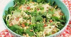 Glasnudelsallad med fläsk och thaidressing | Recept från Köket.se Potato Salad, Spinach, Cabbage, Potatoes, Vegetables, Ethnic Recipes, Food, Cilantro, Potato