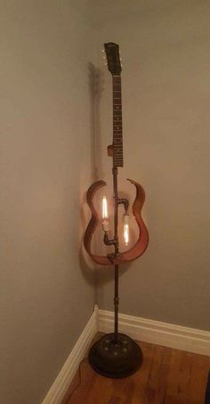 music decor DIY Repurpose Old Guitars Ideas Lieblings DIY Repurpose Old Guitars Ideen Home Crafts, Diy Home Decor, Recycled Decor, Repurposed Items, Creation Deco, Pipe Lamp, Lamp Light, Diy Furniture, Furniture Plans
