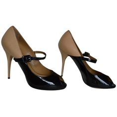 Valentino Pre-owned Valentino Mary Jane Peep Toe Black Pumps ($269) ❤ liked on Polyvore featuring shoes, pumps, black, black peep toe shoes, maryjane shoes, mary-janes, peep toe mary jane pumps et mary jane shoes