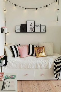 Modern Teen Bedroom Organization Need some teen bedroom ideas for girls? Check out different cheap and more expensive decorations styles: boho, vintage, modern, cozy, minimalist Modern Teen Bedrooms, Teen Girl Bedrooms, Bedroom Design For Teen Girls, Bedroom Modern, Vintage Teen Bedrooms, Boho Teen Bedroom, Bedroom Ideas For Small Rooms For Teens For Girls, Girls Bedroom Ideas Teenagers, Small Teen Room
