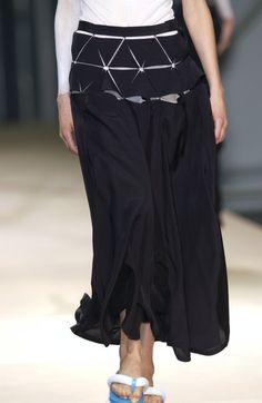 Yohji Yamamoto at Paris Fashion Week Spring 2004 - Details Runway Photos