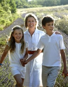 Noblesse & Royautés:  Serena (Viscountess Linley) with her two children Margarita and Charles in Provence, 2013