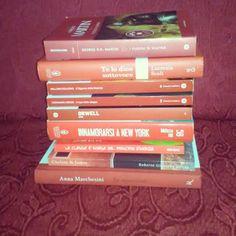 Abbiamo già pubblicato un paio di volte i nostri libri rossi ma dato che il rosso è uno dei nostri colori preferiti eccoci qui a rispondere al tag #librirossi di che ringraziamo per averci taggate!! #libri #leggere #book #books #bookstagram #instalibro #instabook #booklover #bookporn #bookworms #bookish #lettura #red #rosso #redbook #instalike #instagood #reading #lovebooks #seguimi #like #bookblog #insta #picoftheday #bookoftheday