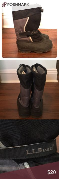 LL Bean boys snow boots Awesome LL Bean boys snow boots! Perfect for snow days or for just hitting the slopes! LL Bean Shoes Rain & Snow Boots