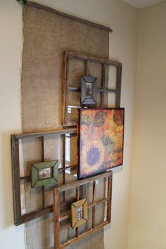 schöne Komposition mit alten Holzrahmen aus Fenstern un Bilder