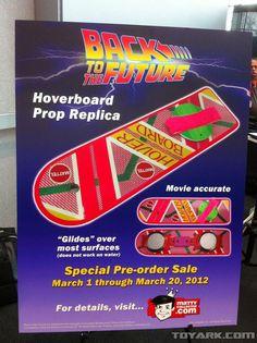 dopo le Nike Air Mag ecco che un altro gadget di Ritorno al Futuro diventa realtà per la gioia dei fan della saga sparsi in tutto il mondo. Direttamente dal Toy Fair, arriva infatti la notizia che a partire da marzo sarà possibile ordinare il mitico Hoverboard, lo skateboard fluttuante usato da Michael J. Fox in Ritorno al futuro parte II.